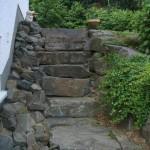 Treppenaufgang aus Bruchsteinplatten